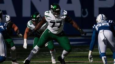 New York Jets tackle Mekhi Becton (77) steps