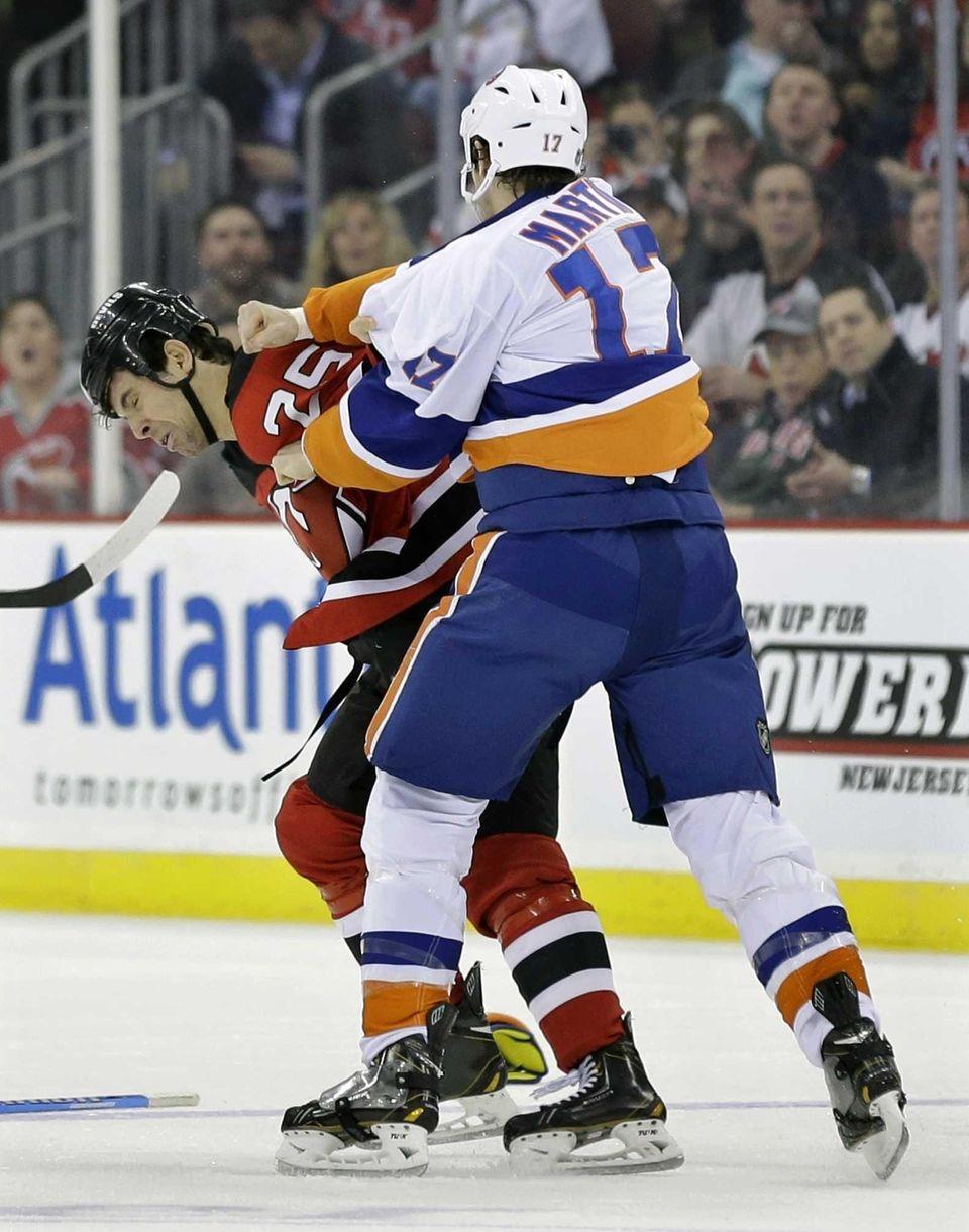 New York Islanders' Matt Martin (17) and New