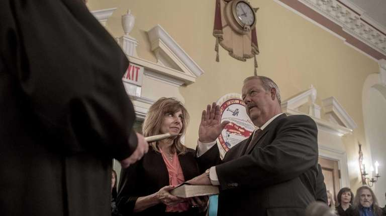Freeport's new mayor, Robert Kennedy, is sworn in