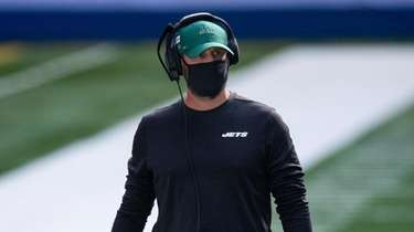 Jets head coach Adam Gase walks out on