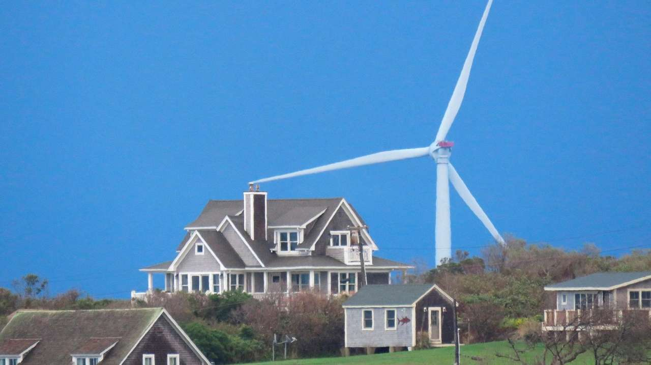 East Hampton wind-farm cable proposal gains trustees' approval