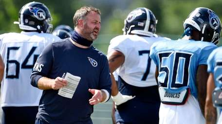 Tennessee Titans outside linebackers coach Shane Bowen instructs