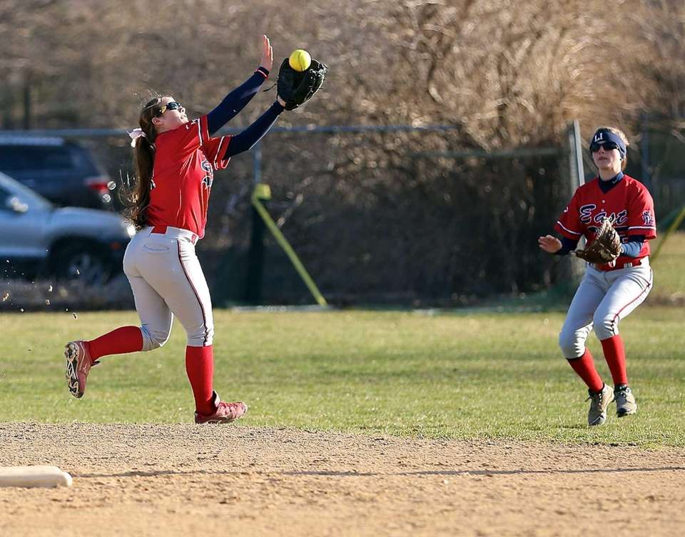 Smithtown East shortstop MacKenzie Buckley makes a running