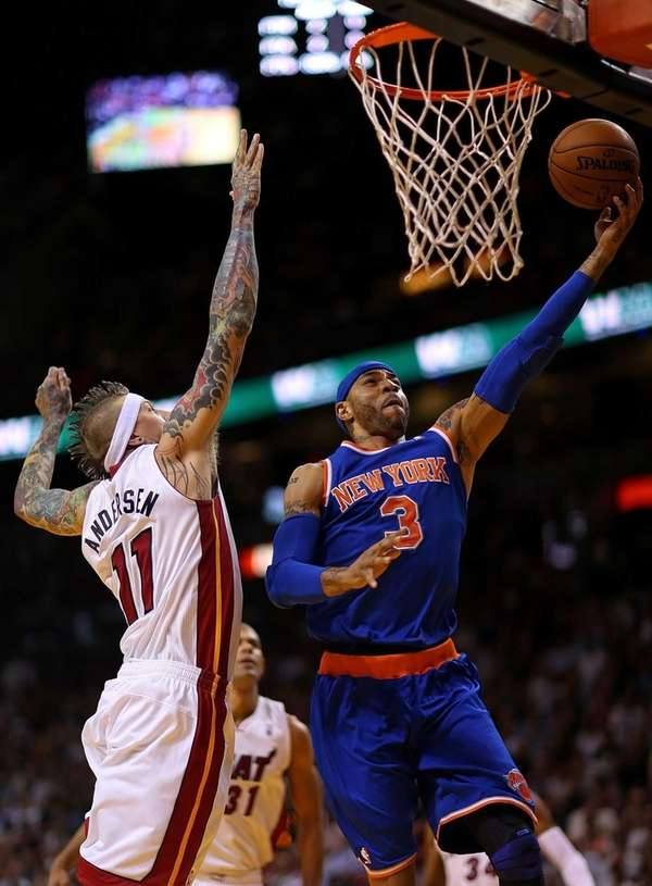 Kenyon Martin of the Knicks drives against Chris