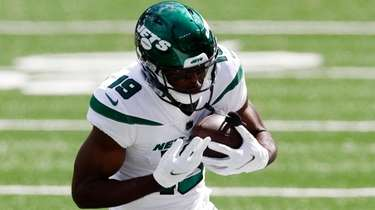 Breshad Perriman of the Jets runs the ball