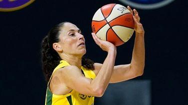 Storm guard Sue Bird shoots against the Lynx