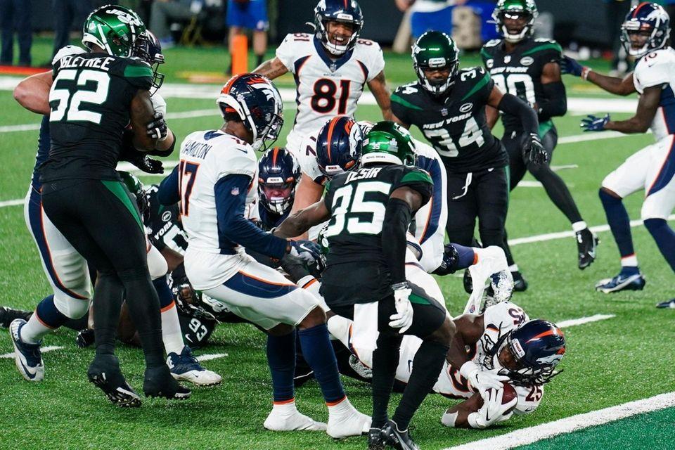 Denver Broncos running back Melvin Gordon (25) dives