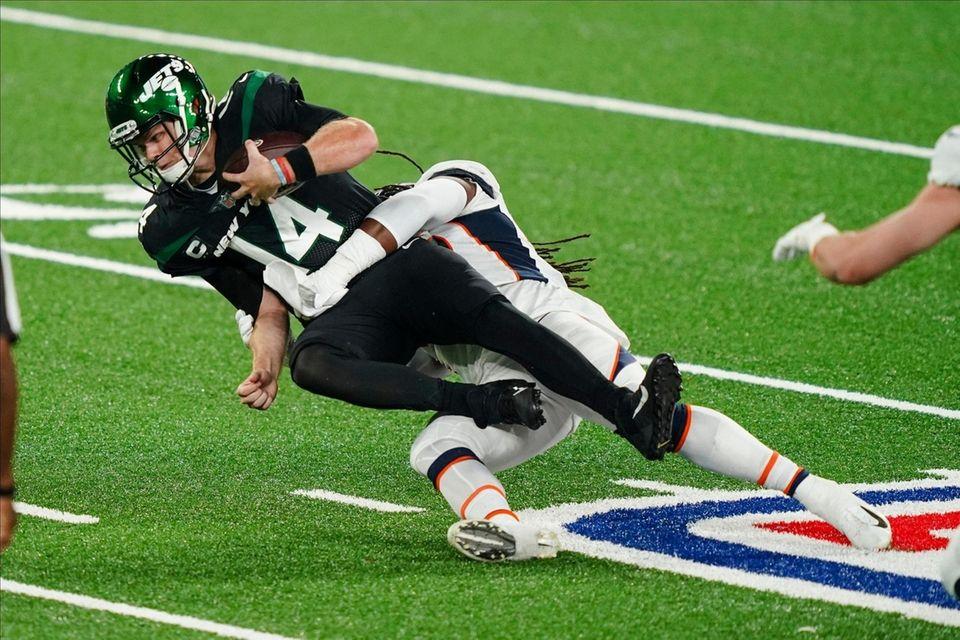 New York Jets quarterback Sam Darnold (14) is