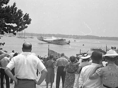 Port Washington crowd views Pan Am's Dixie Clipper,