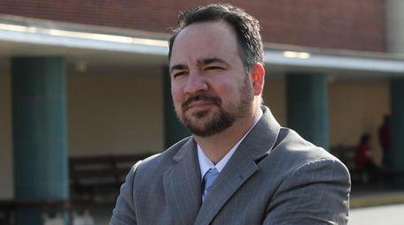 Sachem Superintendent Chris Pellettieri says contact tracing has