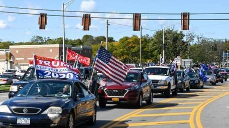 Trump supporters on Veterans Highway in Commack before