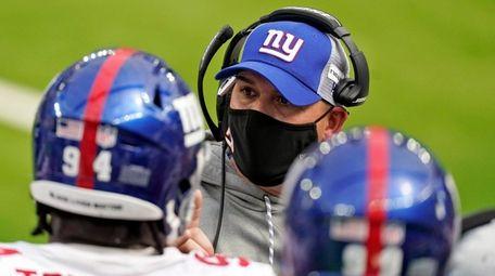 Giants head coach Joe Judge, center, instructs from
