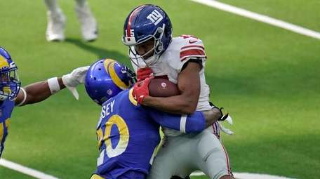 Giants wide receiver Golden Tate, right, is tackled