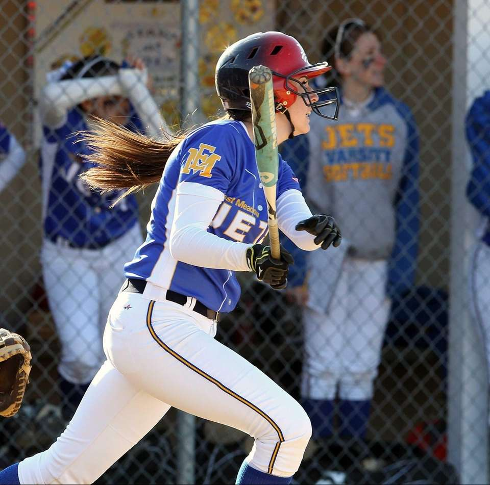 East Meadow's Kerri Shapiro helps herself with an