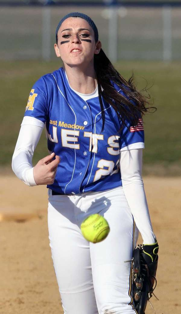 East Meadow's Kerri Shapiro pitches against MacArthur on