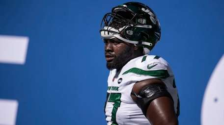 Jets tackle Mekhi Becton warms up on the