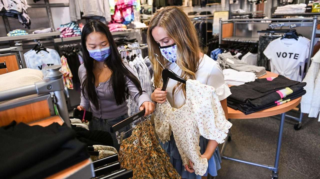 Teens are still looking for trendy clothing items,