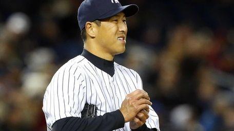 Hiroki Kuroda rubs up a ball in the