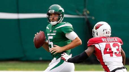 Joe Flacco #5 of the Jets looks to
