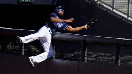 Tampa Bay Rays rightfielder Manuel Margot reaches over