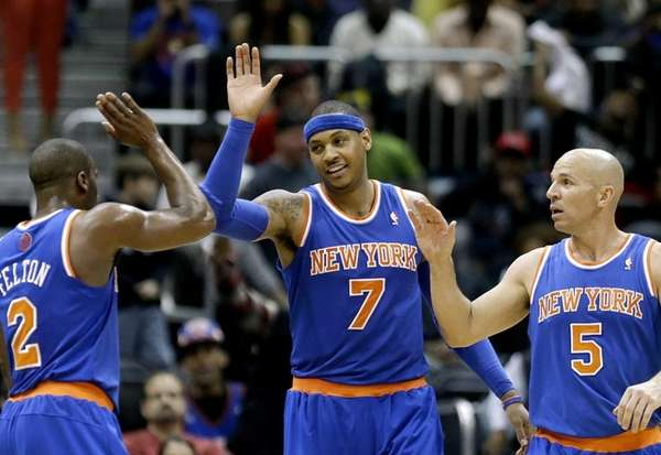 Knicks' Carmelo Anthony, center, high-fives teammates Raymond Felton,