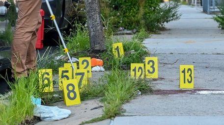 NYPD crime scene investigators probe scene of fatal