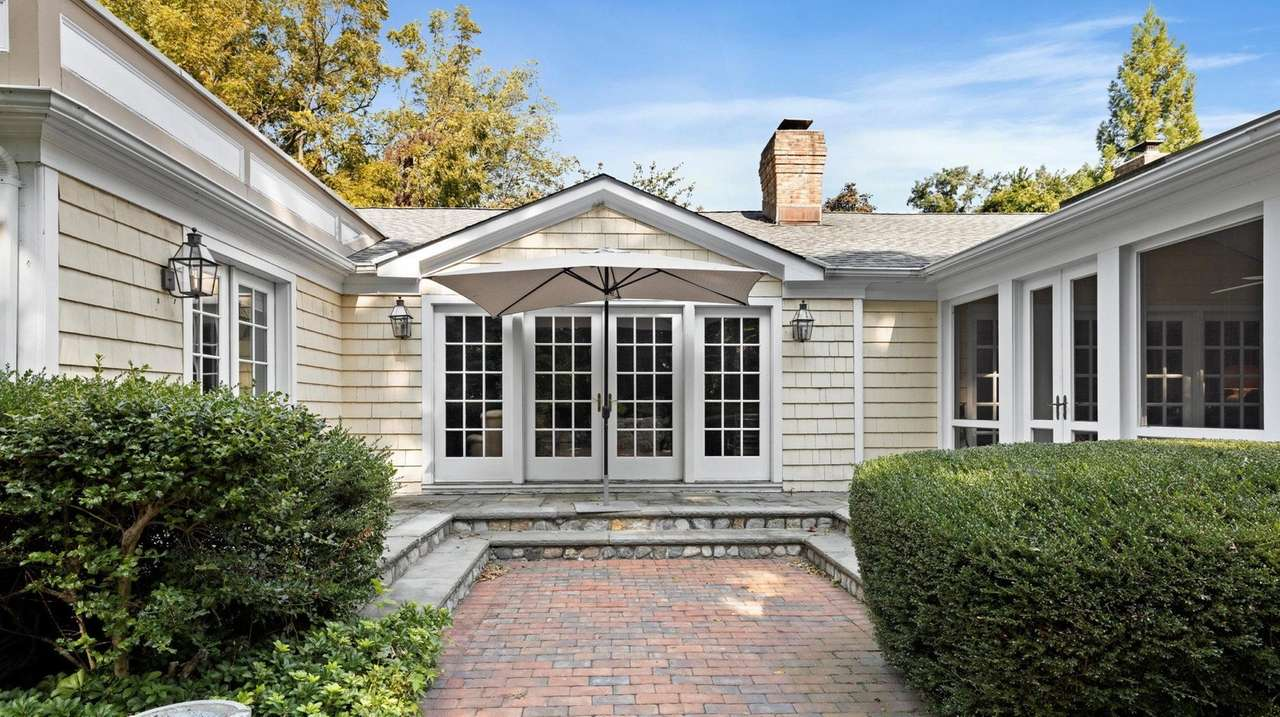 Matinecock home with private horse farm asks $2.5M