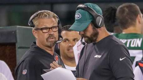 Jets defensive coordinator Gregg Williams talks to head