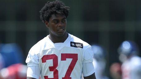 Giants linebacker Tae Crowder walks across the practice