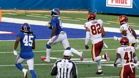 Tae Crowder #48 of the Giants runs in