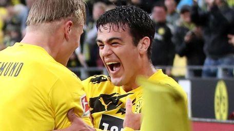 Borussia Dortmund's Gio Reyna (R) celebrates a goal