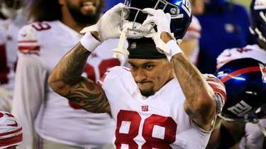 Evan Engram of the Giants comes off the