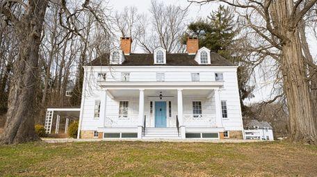 The Joseph Lloyd Manor is an 18th-century manor