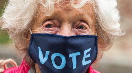 Tinka Topping, 96, of Sagaponack, waits in line