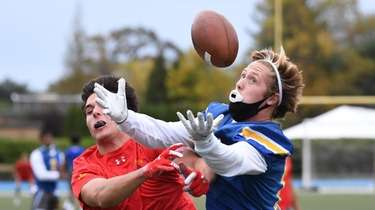 Kellenberg wide receiver Michael Gillam makes the catch