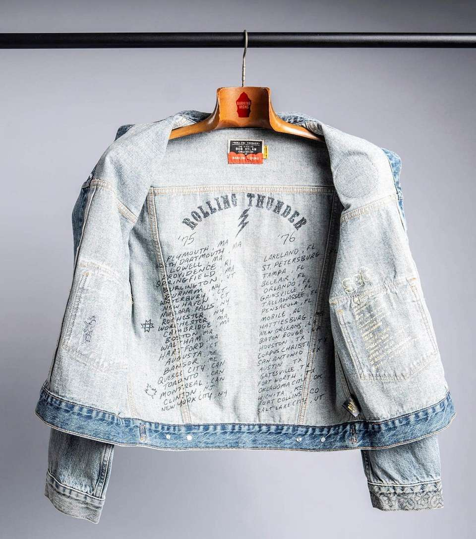 Rock out in this Bob Dylan Rolling Thunder