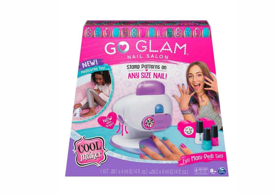 Nail gift-giving with this Go Glam nail salon,