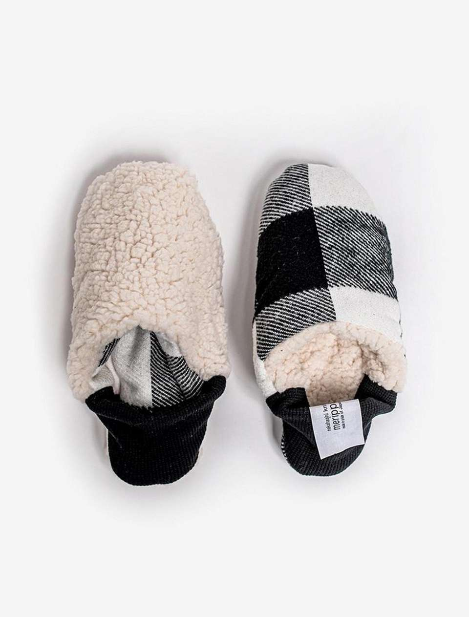 These cozy and reversible Merippa house shoes are