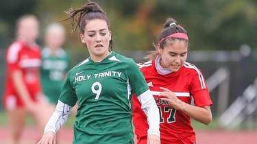 Holy Trinity's Molly Espey (9) carries the ball