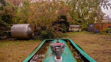 Oil tanks, acid vats, trailers and containers of