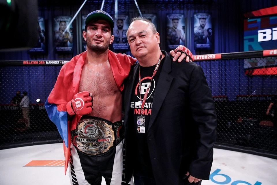 Gegard Mousasi defeated Douglas Lima to win the