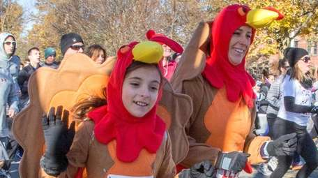 Stephanie Guzowski and her daughter Lainey run in