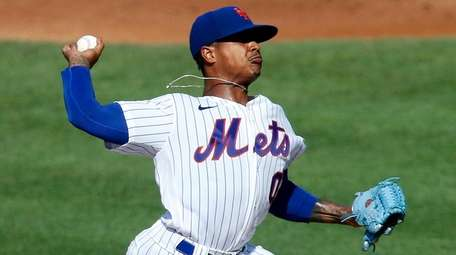 Marcus Stroman of the Mets pitches during an