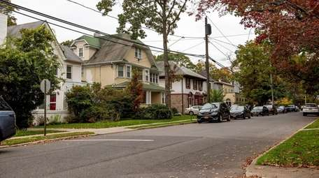Homes on Linwood Avenue in Cedarhurst