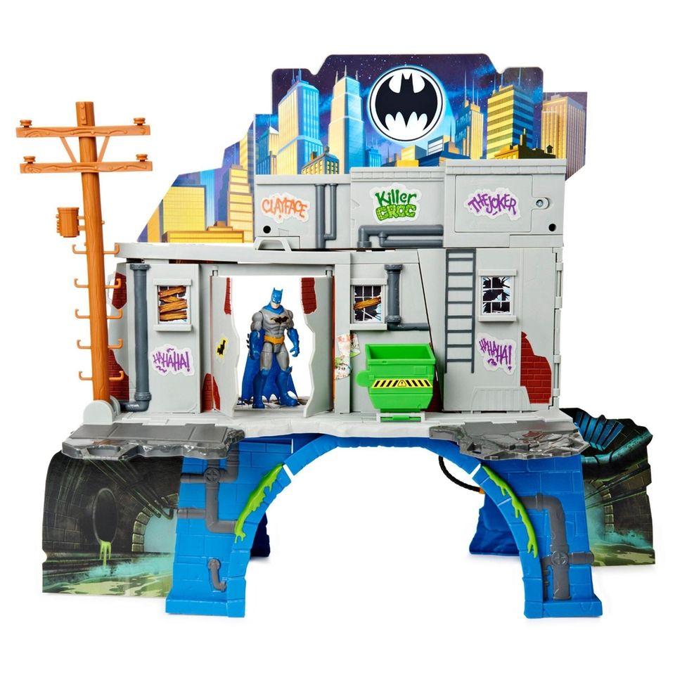 Help Batman fight crime and keep Gotham City