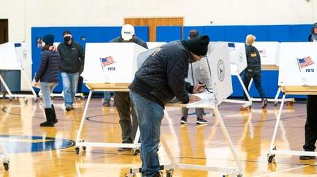 Voters cast their vote at Mattituck-Cutchogue Jr. Sr.