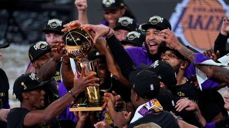 The Los Angeles Lakers players celebrate after the