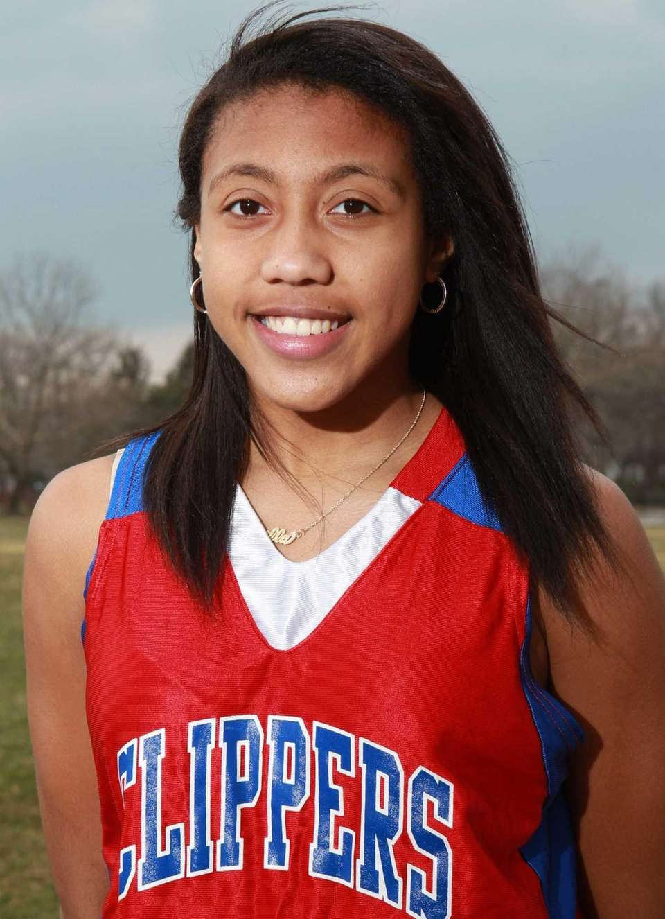 ARELLA GUIRANTES Bellport, Forward/Guard, Sophomore The 5-10 Guirantes