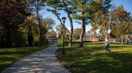 Mineola Memorial Park in Mineola