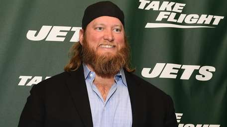 Nick Mangold arrives at the New York Jets